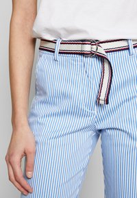 Tommy Hilfiger - STRETCH STRIPED SLIM PANT - Bukse - blue/white - 4