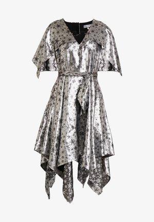 ZENDAYA STAR DRESS - Koktejlové šaty/ šaty na párty - metallic