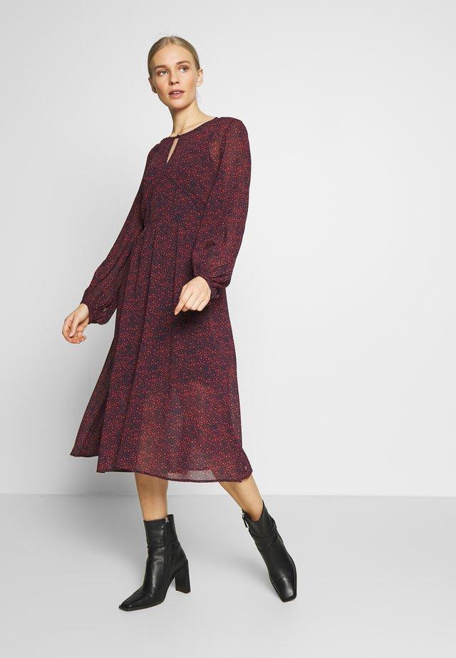 KAESHA DRESS - Korte jurk - desert sky red
