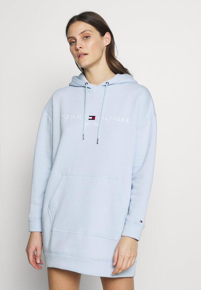 HOODED DRESS - Denní šaty - breezy blue