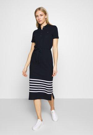 TALIA POLO DRESS - Žerzejové šaty - eng breton stp / desert sky