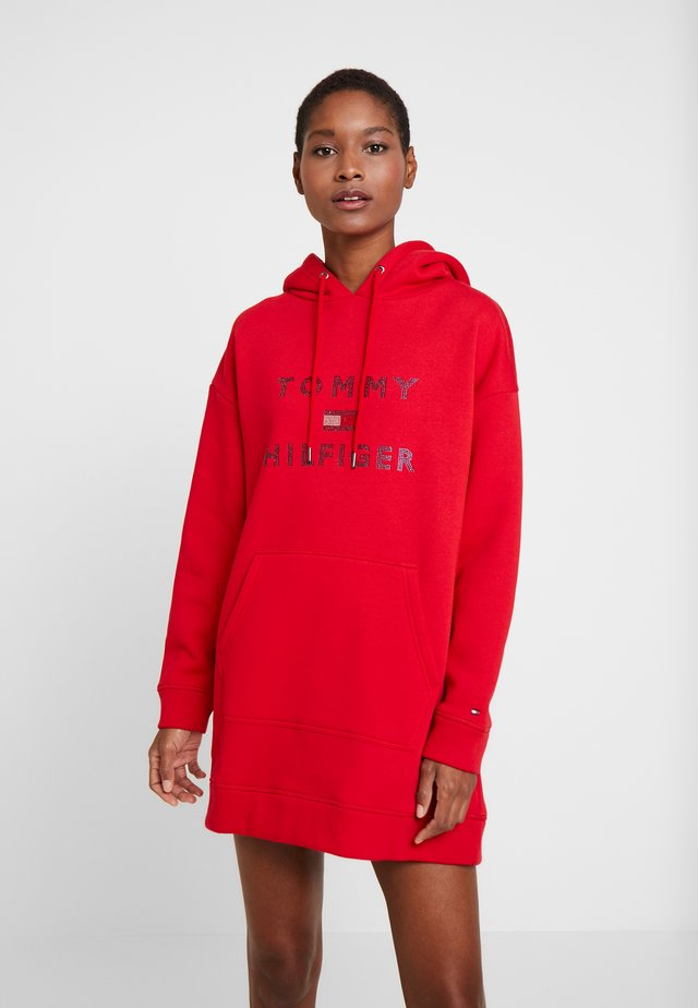 TIARA HOODED DRESS - Denní šaty - primary red