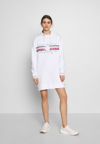 Tommy Hilfiger - ICON HOODED DRESS - Robe d'été - white - 1