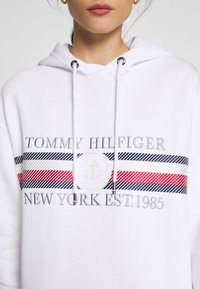 Tommy Hilfiger - ICON HOODED DRESS - Robe d'été - white - 3