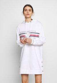 Tommy Hilfiger - ICON HOODED DRESS - Robe d'été - white - 0