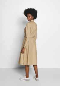 Tommy Hilfiger - LEA DRESS  - Košilové šaty - beige - 2
