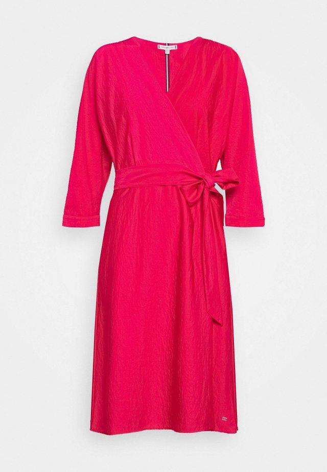 SYLVIA DRESS BRACELET - Korte jurk - ruby jewel