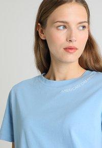 Tommy Hilfiger - HOLLI TEE - T-shirt imprimé - blue - 3