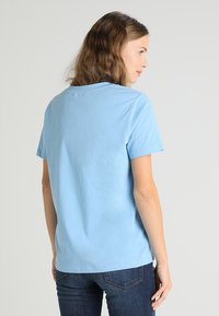 Tommy Hilfiger - HOLLI TEE - T-shirt imprimé - blue - 2