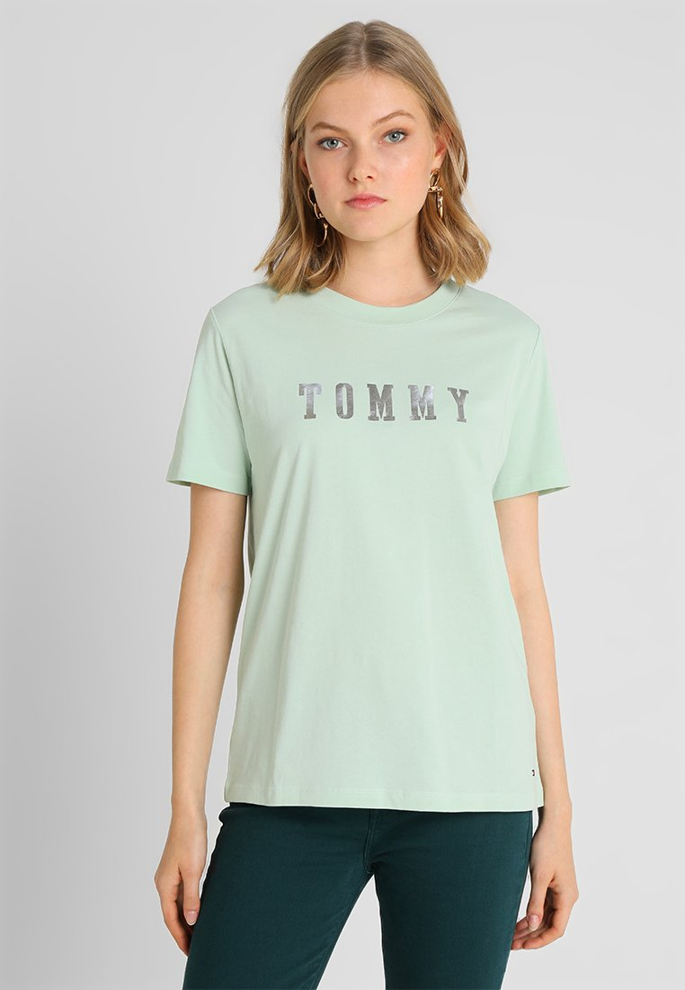 Tommy Hilfiger - HOLLI TEE - T-Shirt print - green