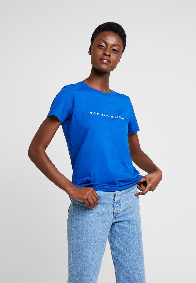Tommy Hilfiger - ESS CORP TEE  - T-shirt imprimé - blue