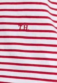 Tommy Hilfiger - ESSENTIAL RELAXED TEE - T-shirt imprimé - red - 5