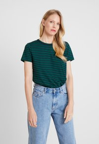 Tommy Hilfiger - ESSENTIAL RELAXED TEE - T-shirt imprimé - blue - 0