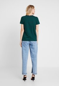 Tommy Hilfiger - ESSENTIAL RELAXED TEE - T-shirt imprimé - blue - 2