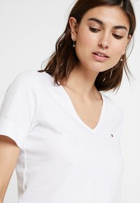 Tommy Hilfiger - NEW LUCY - T-shirt basique - white - 3