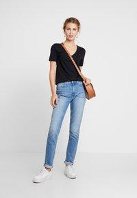 Tommy Hilfiger - NEW LUCY - T-shirt basic - black - 1