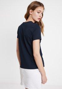 Tommy Hilfiger - CHRISTA TEE - T-shirt imprimé - blue - 2