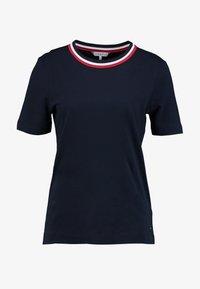 Tommy Hilfiger - ESSENTIAL - T-shirt imprimé - desert sky - 4