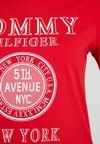 Tommy Hilfiger - DARCY TEE - Camiseta estampada - red