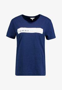 Tommy Hilfiger - BILLIE ROUND TEE - T-shirt imprimé - blue - 3