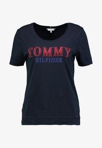 Tommy Hilfiger - DORA SCOOP TEE - T-shirt imprimé - blue - 3