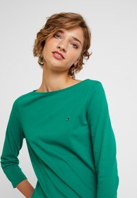 Tommy Hilfiger - NEW TILLY BOAT - T-shirt à manches longues - green - 4