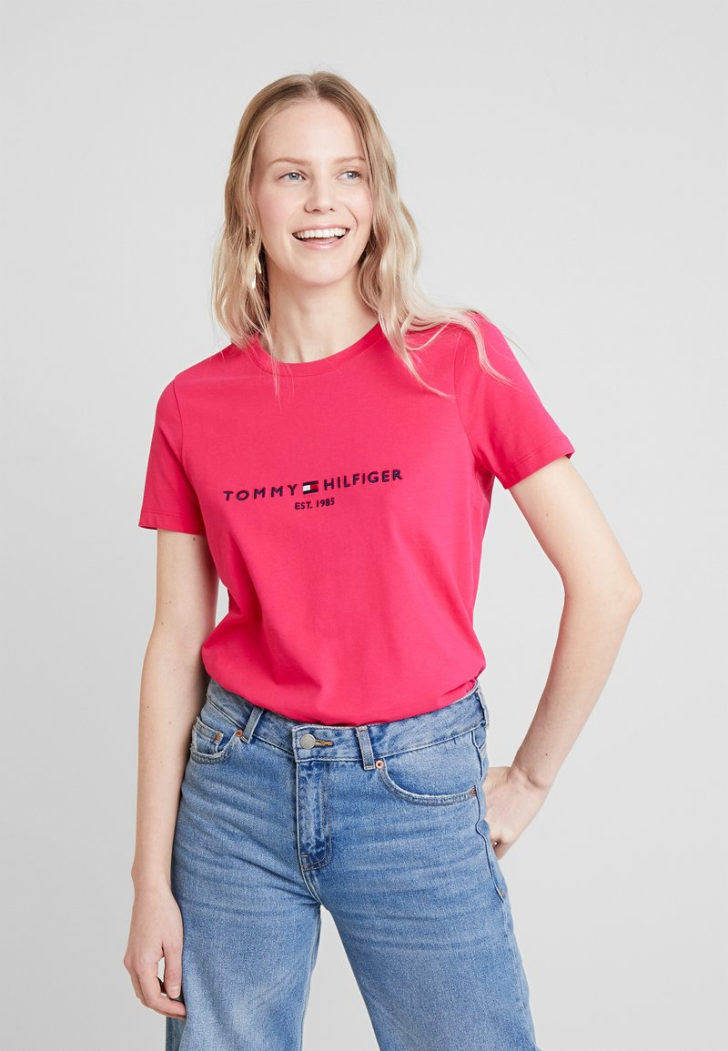 Tommy Hilfiger - NEW TEE  - T-shirt con stampa - bright jewel
