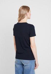 Tommy Hilfiger - NEW TEE  - Print T-shirt - desert sky - 2