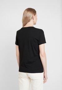 Tommy Hilfiger - NEW TEE  - T-shirts med print - black - 2