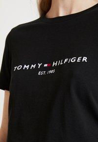 Tommy Hilfiger - NEW TEE  - T-shirts med print - black - 4