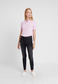 Tommy Hilfiger - ESSENTIAL  - Poloskjorter - pink lavender - 1
