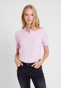 Tommy Hilfiger - ESSENTIAL  - Poloskjorter - pink lavender - 0