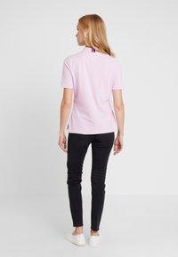 Tommy Hilfiger - ESSENTIAL  - Poloskjorter - pink lavender - 2