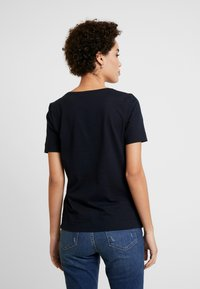 Tommy Hilfiger - CLASSIC  - Basic T-shirt - desert sky - 2