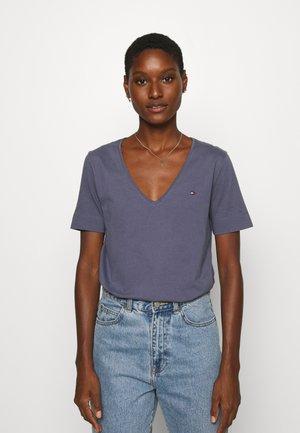 CLASSIC  - Basic T-shirt - blue