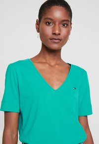 Tommy Hilfiger - CLASSIC  - Camiseta básica - aqua teal - 3