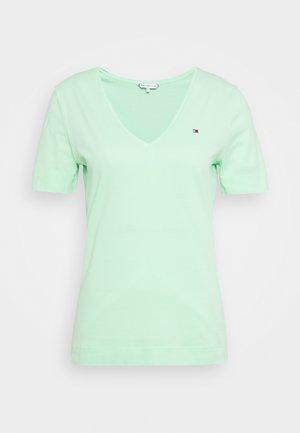 CLASSIC  - Basic T-shirt - neo mint