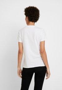 Tommy Hilfiger - CLASSIC - Basic T-shirt - white - 2