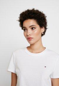 Tommy Hilfiger - CLASSIC - Basic T-shirt - white - 3