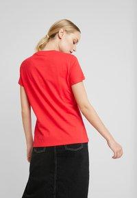 Tommy Hilfiger - CLASSIC - Basic T-shirt - red alert - 2