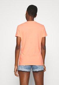 Tommy Hilfiger - CLASSIC - Basic T-shirt - island coral - 2
