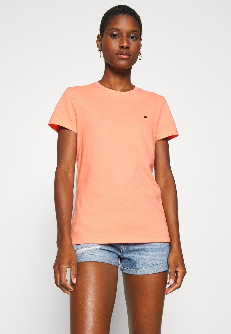 Tommy Hilfiger - CLASSIC - Basic T-shirt - island coral