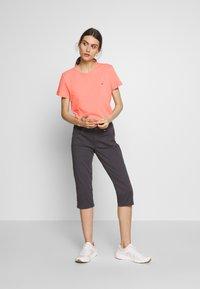 Tommy Hilfiger - CLASSIC - Basic T-shirt - pink grapefruit - 1