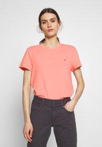 Tommy Hilfiger - CLASSIC - Basic T-shirt - pink grapefruit - 0