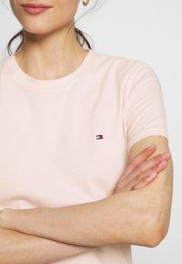 Tommy Hilfiger - Basic T-shirt - pale pink - 4