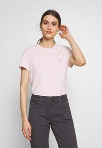 Tommy Hilfiger - Basic T-shirt - pale pink - 0