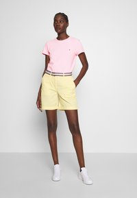 Tommy Hilfiger - CLASSIC - Basic T-shirt - frosted pink - 1