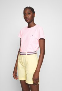 Tommy Hilfiger - CLASSIC - Basic T-shirt - frosted pink - 2