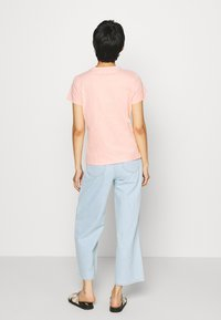 Tommy Hilfiger - CLASSIC - Basic T-shirt - washed watermelon pink - 2