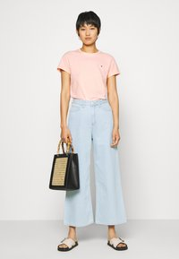 Tommy Hilfiger - CLASSIC - Basic T-shirt - washed watermelon pink - 1